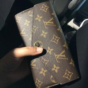 Louis Vuitton wallet Sarah